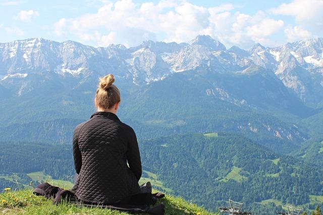 Medytacja pomaga zmniejszyć liczbę popełnianych błędów [fot. Manfred Richter from Pixabay]