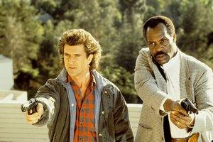 """Mel Gibson i Danny Glover nie są za starzy na """"Zabójczą broń"""" [Mel Gibson i Danny Glover fot. Warner Bros.]"""
