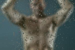 Mężczyzna pod prysznicem: ważna higiena intymna [© magann - Fotolia.com]