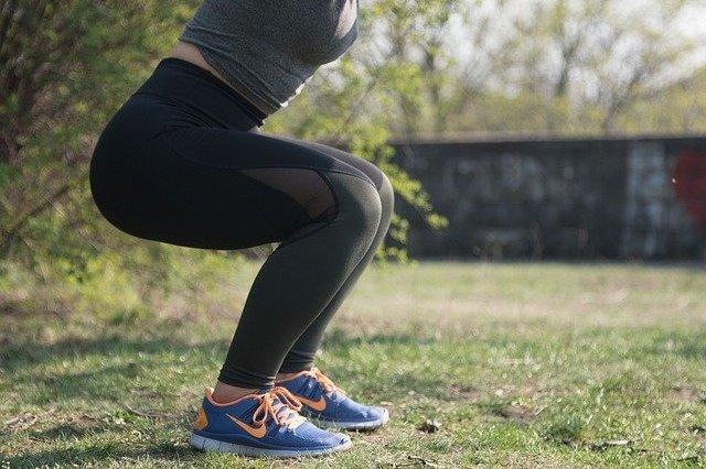 Mięśnie rdzenia - ćwicz je, by uniknąć bólu pleców i kolan [fot. happyveganfit from Pixabay]