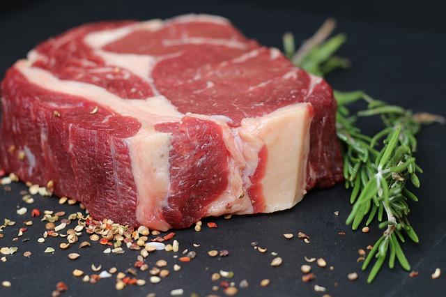 Mięso w diecie to wyższe ryzyko cukrzycy [fot. tomwieden from Pixabay]