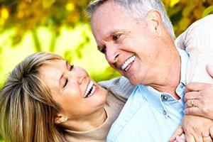 Miłość w wieku dojrzałym. Zakochany senior, czy to wypada? [© Kurhan - Fotolia.com]