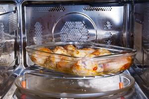 Mity na temat działania kuchenek mikrofalowych [© Evgeny Korshenkov - Fotolia.com]