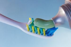 Mity związane z pastą do zębów [Fot. Natalya Lys - Fotolia.com]