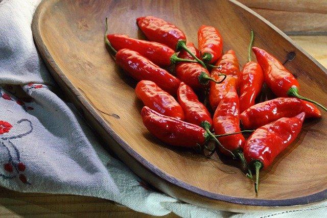 Mleko łagodzi pieczenie wywołane papryczką chili [fot. Lynn Greyling from Pixabay]