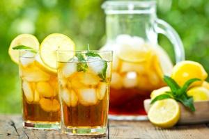 Mrożona herbata na orzeźwienie [© pilipphoto - Fotolia.com]