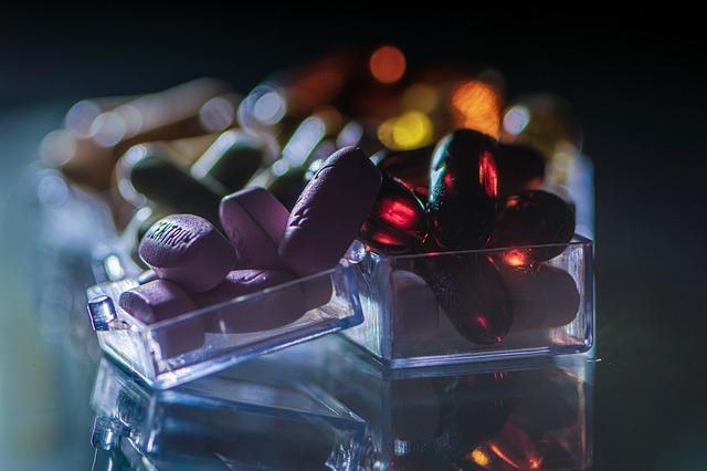 Multiwitamina i minerały skracają czas choroby i łagodzą objawy [fot. Ri Butov from Pixabay]