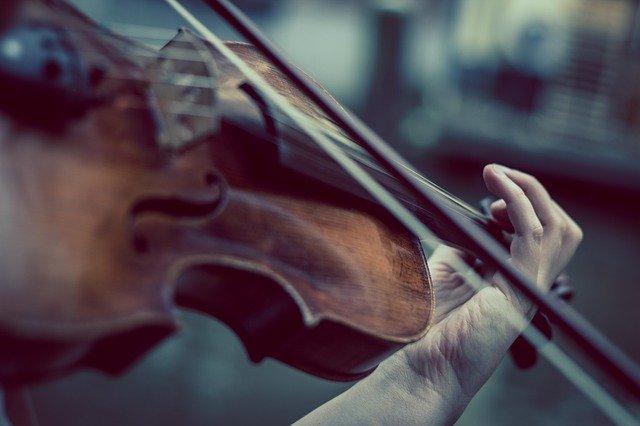 Muzyczny trening pozwala lepiej się komunikować [fot. Niek Verlaan from Pixabay]