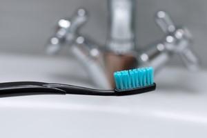 Myj zęby po każdym posiłku. Unikniesz demencji [© zhdanovdi - Fotolia.com]