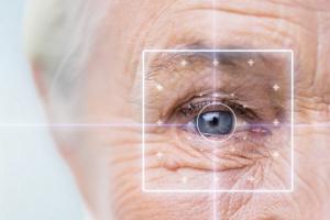 NFZ będzie refundował soczewki toryczne dla osób z zaćmą i astygmatyzmem [Fot. Syda Productions - Fotolia.com]
