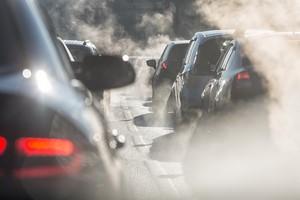 NIK: samochody w miastach psują powietrze [© elcovalana - Fotolia.com]