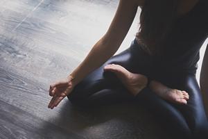 Na ból przy zapaleniu stawów pomocna jest joga [© sianstock - Fotolia.com]
