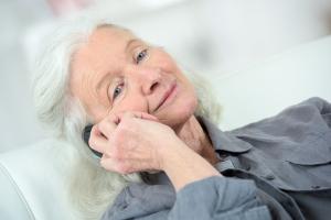Na co zwrócić uwagę kupując telefon dla seniora?  [Fot. auremar - Fotolia.com]