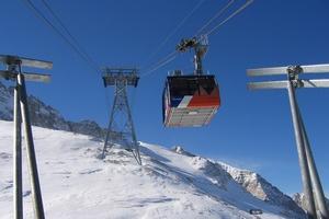 Na narty ... autem, autokarem czy samolotem? Samodzielnie czy z biurem podróży? [© Tomasz Cwiklinski - Fotolia.com]