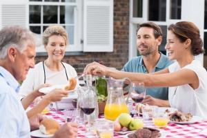 Na twoją wagę wpływa to, z kim jesz posiłki [Fot. Rido - Fotolia.com]