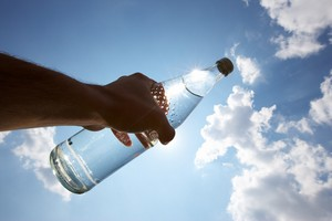 Na upały niezbędna woda i elektrolity [© Christian Schwier - Fotolia.com]