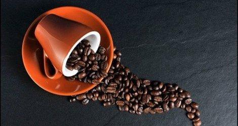 Nadmiar kawy nie jest dobry dla mózgu. Może sprzyjać demencji