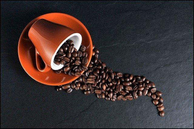 Nadmiar kawy nie jest dobry dla mózgu. Może sprzyjać demencji [fot. Christoph from Pixabay]