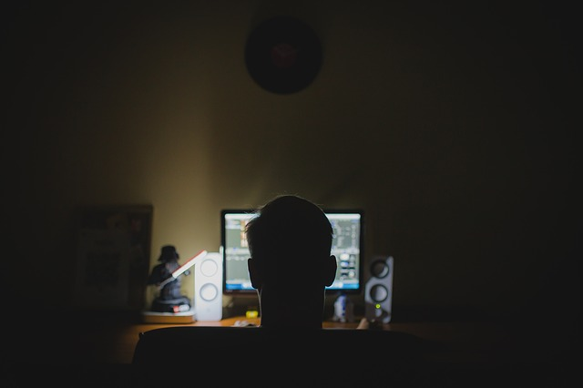 Nadmiar pracy zwiększa ryzyko depresji [fot. tookapic from Pixabay]