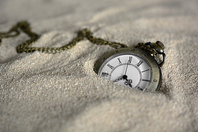 Nadmiar wolnego czasu osłabia poczucie szczęścia [fot. anncapictures from Pixabay]