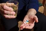 Nadużywanie leków zabija więcej ludzi niż wypadki samochodowe [© Anna Lurye - Fotolia.com]