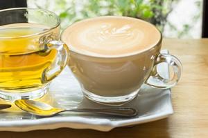 Nadwaga z powodu kawy i herbaty? Zobacz, dlaczego możesz tyć przez te napoje [© rosenoom - Fotolia.com]
