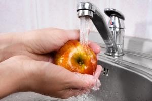 Najlepszy sposób na mycie jabłek - oczyść je tak, a będą najzdrowsze [Fot. rodimovpavel - Fotolia.com]