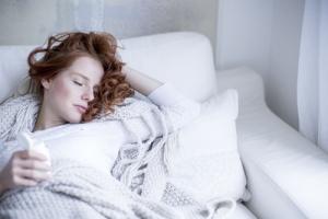 Najlepszy środek na przeziębienie? Sen! [Fot. drubig-photo - Fotolia.com]