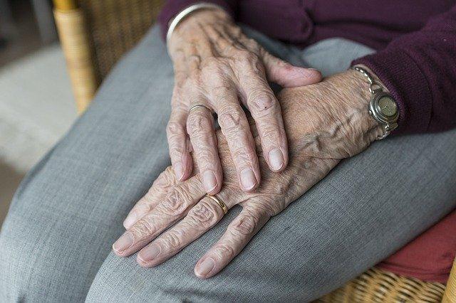 Najstarsi seniorzy - grupa najbardziej wykluczona społecznie? [fot. Sabine van Erp from Pixabay]