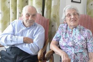 """Najstarsza """"młoda para"""". Razem mają 195 lat [fot. SWNS TV]"""
