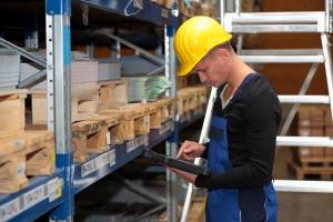 Naruszenia praw pracowniczych: kary są tak niskie, że firmy mogą je wkalkulować w koszty [Fot. juergenphilipps - Fotolia.com]