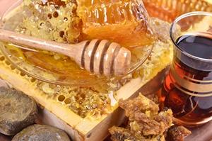 Natura w służbie zdrowiu: kit pszczeli na opryszczkę i różne infekcje [©  iluzia - Fotolia.com]