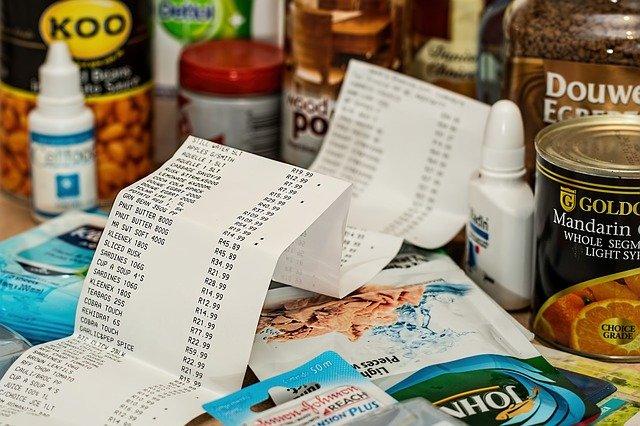 Nawet krótkotrwały smutek zachęca do nieracjonalnych zakupów [fot. Steve Buissinne from Pixabay]