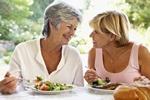 Nawyki żywieniowe zależą od towarzystwa, w którym się je [© Monkey Business - Fotolia.com]