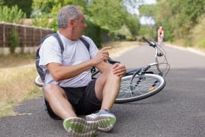 Nie bagatelizuj upadków na rowerze [Fot. auremar - Fotolia.com]