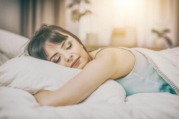 Nie da się odespać w weekend. Dla dobrego zdrowia trzeba regularnie się wysypiać [Fot. REDPIXEL - Fotolia.com]