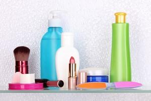 Nie każdy kosmetyk poprawia urodę [© Africa Studio - Fotolia.com]