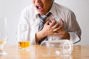 Nie nadużywaj alkoholu, bo zachorujesz na serce [© polkadot - Fotolia.com]