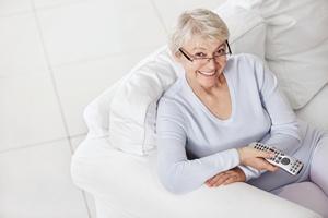 Nie przesiaduj przed telewizorem. Grozi ci rak jelita grubego [© LuckyImages - Fotolia.com]