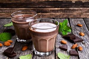 Nie smakuje ci jedzenie? Dlatego jesz więcej i tyjesz [© zia_shusha - Fotolia.com]