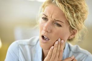 Nie tylko stan zapalny. 4 zaskakujące przyczyny bólu zęba  [Ból zęba, © goodluz - Fotolia.com]
