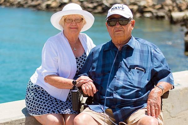 Nie unikaj towarzystwa - aktywni i otwarci ludzie mogą zdrowiej się starzeć [Fot. Pixabay.com]