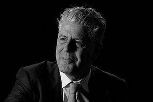 Anthony Bourdain, fot. Peabody Awards, CC BY 2.0, Wikimedia Commons