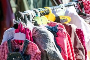 Niebezpieczne ubrania dla dzieci: groźne sznurki [Fot. STUDIO GRAND OUEST - Fotolia.com]