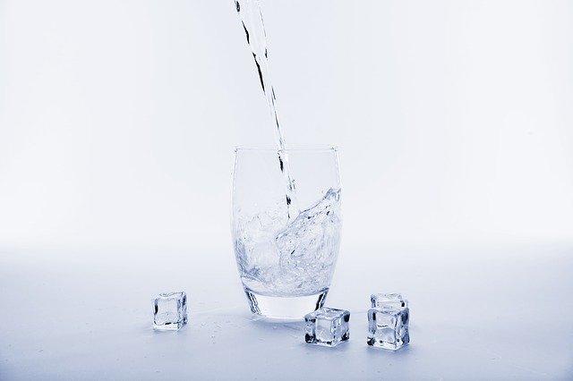 Niedobór wody w organizmie osłabia zdolności poznawcze kobiet [fot. Bruno /Germany from Pixabay]