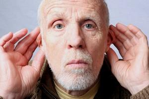 Niedosłuch - głuchota starcza [© OneSmallSquare - Fotolia.com]