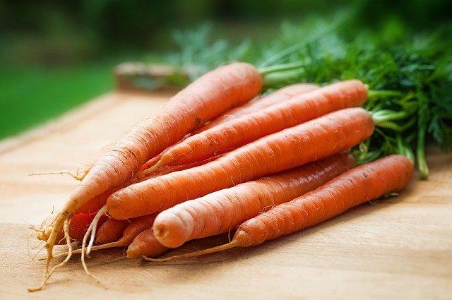 Niekoniecznie słońce - warzywa i owoce nadadzą skórze zdrowy opalony wygląd [fot. Pexels from Pixabay]
