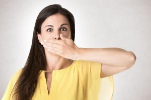 Nieprzyjemny zapach z ust: 6 przyczyn, 6 sposobów na zwalczanie [Fot. ruigsantos - Fotolia.com]