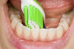 Nieprzyjemny zapach z ust - przyczyn� mog� by� powa�ne choroby [© Christoph Hähnel - Fotolia.com]