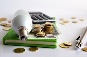 Nieuczciwi sprzedawcy energii elektrycznej i gazu - sprawdź, z kim podpisujesz umowę!  [Energia, © Pio Si - Fotolia.com]